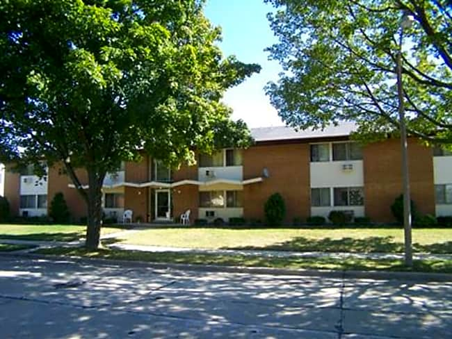 Layton Crest Apartments - Milwaukee, Wisconsin 53207