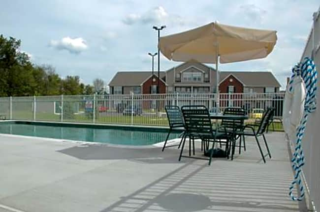 Hunters Ridge Apartments & Townhomes - East Lansing, Michigan 48823