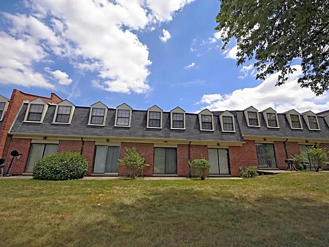 Dutch Village Townhomes & Apartments - Parkville, Maryland 21234