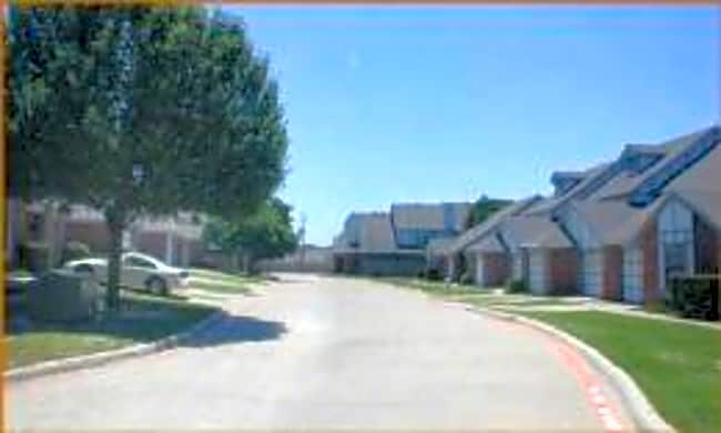 Wexford Townhomes - Duncanville, Texas 75137