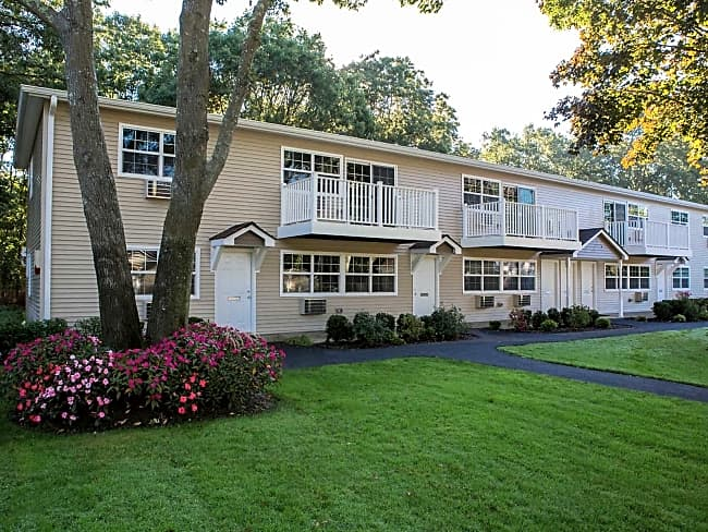 Tall Oaks Country Club Apartments - Moriches, New York 11955