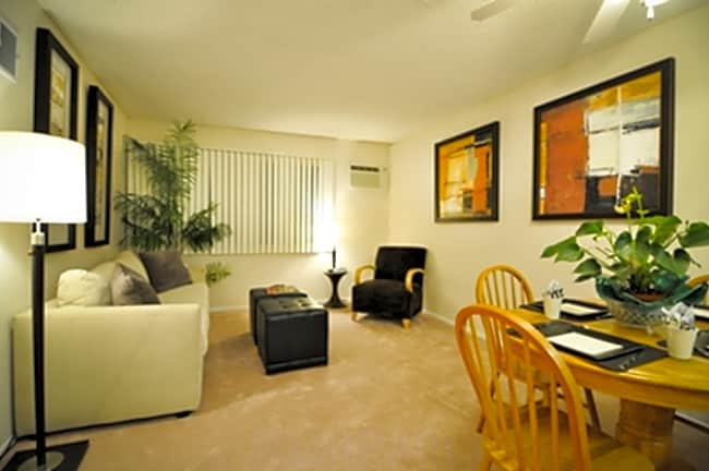 Lindley Manor Apartments - Tarzana, California 91356