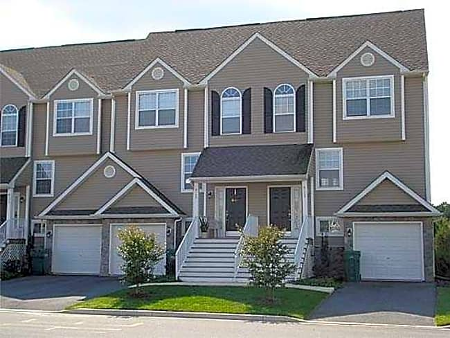Ponds Edge Apartments - Delmar, Maryland