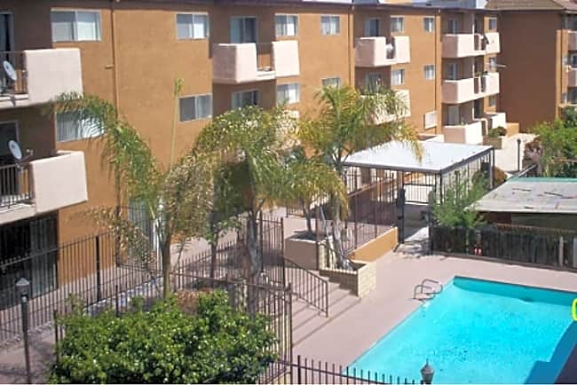 Queen Street Apts - Inglewood, California 90301