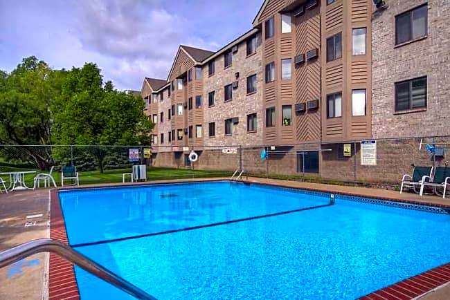 Sterling Ponds Apartments - Eden Prairie, Minnesota 55344
