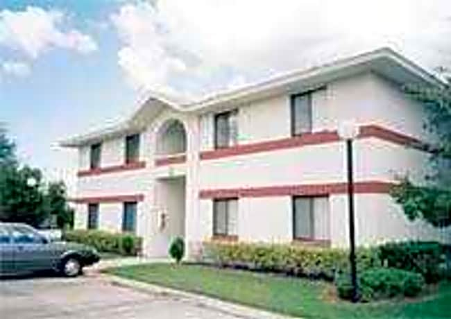 Randolph Court Apartments - Sanford, Florida 32773