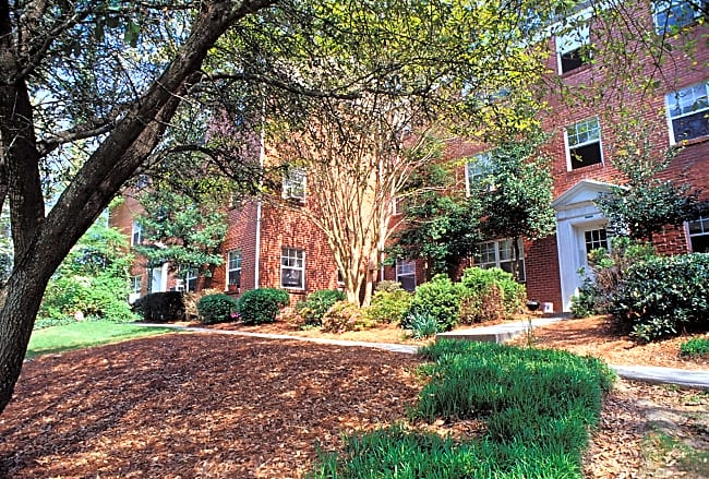 Oak Knoll Apartments - Atlanta, Georgia 30324