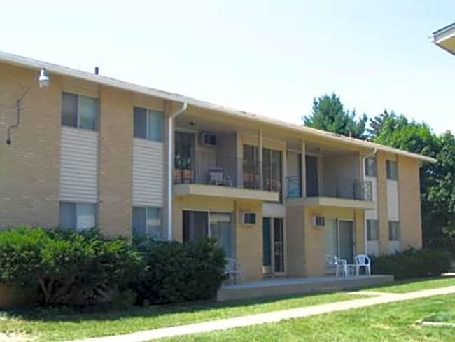 Denway Circle Apartments - Kalamazoo, Michigan 49008