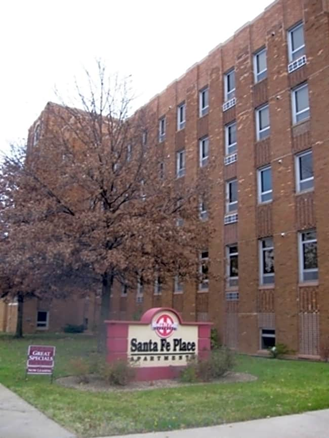 Santa Fe Place Apartments - Topeka, Kansas 66607