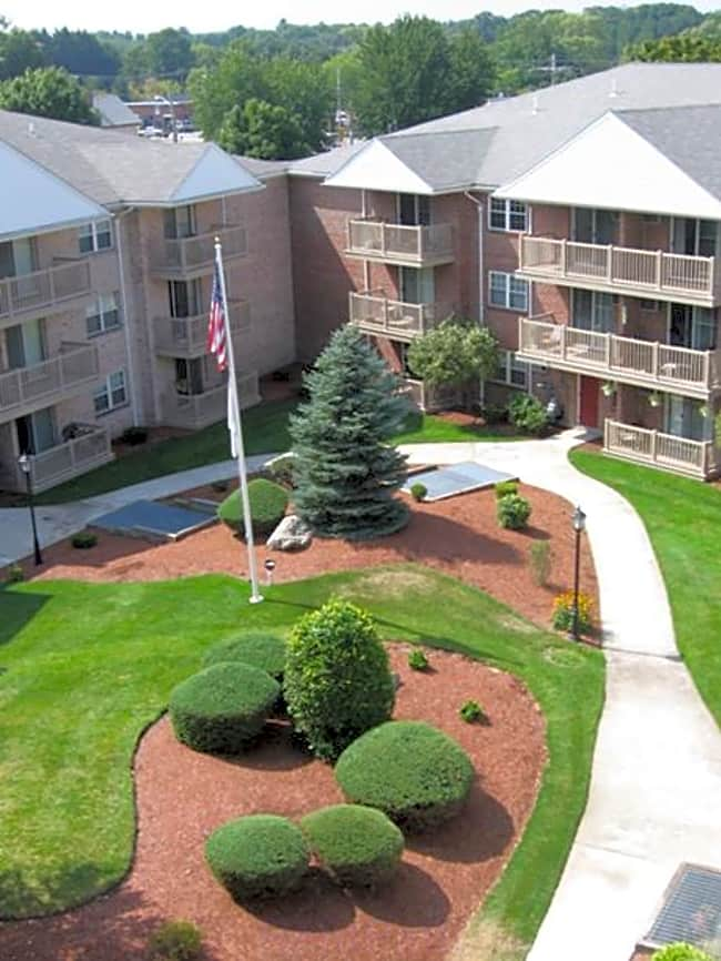 Parlmont Park Apartments - North Billerica, Massachusetts 01862