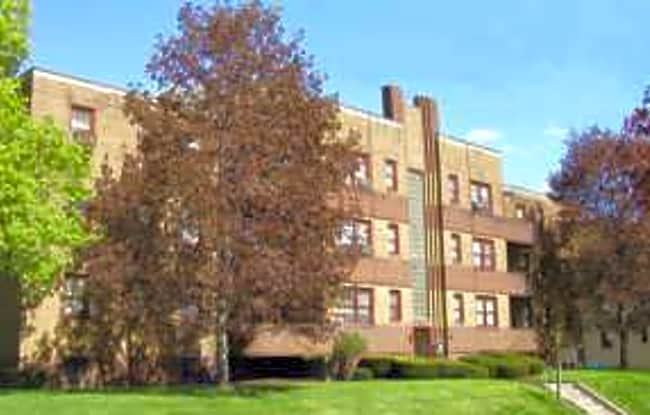 College Manor - Pittsburgh, Pennsylvania 15232
