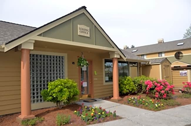 Cedar Park Apartments - Kenmore, Washington 98028
