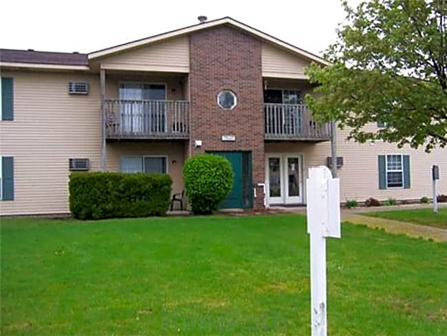 Whispering Pines Apartments - Holland, Michigan 49424