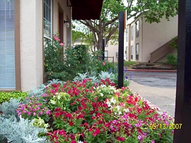 River Park Apartments - New Braunfels, Texas 78130