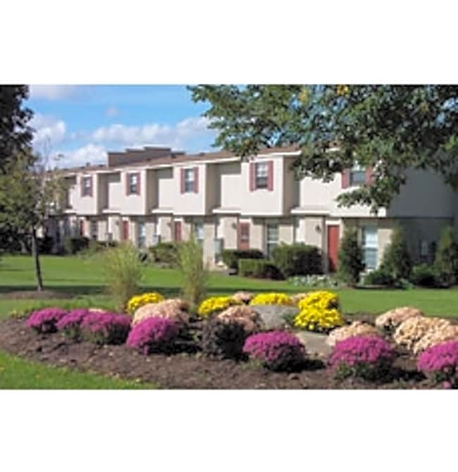 Saddle Club Townhomes - Liverpool, New York 13090