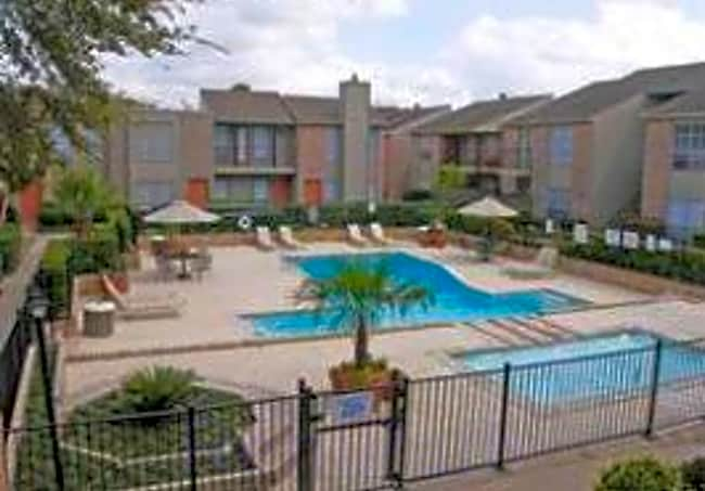 Lafayette Green Apartments & Town-Homes - Houston, Texas 77040