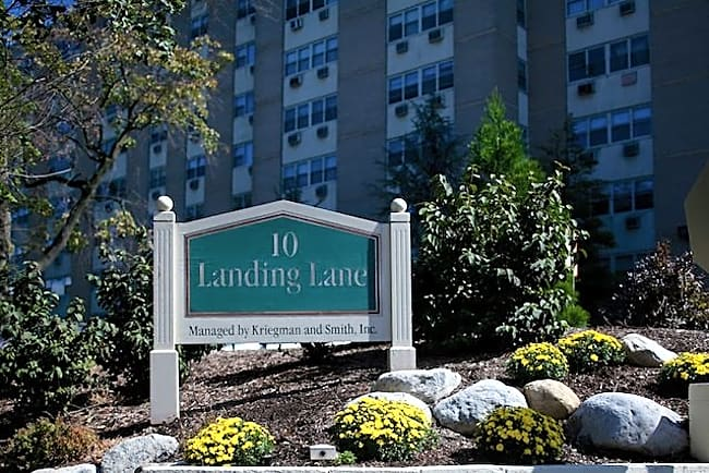 10 Landing Lane - New Brunswick, New Jersey 08901
