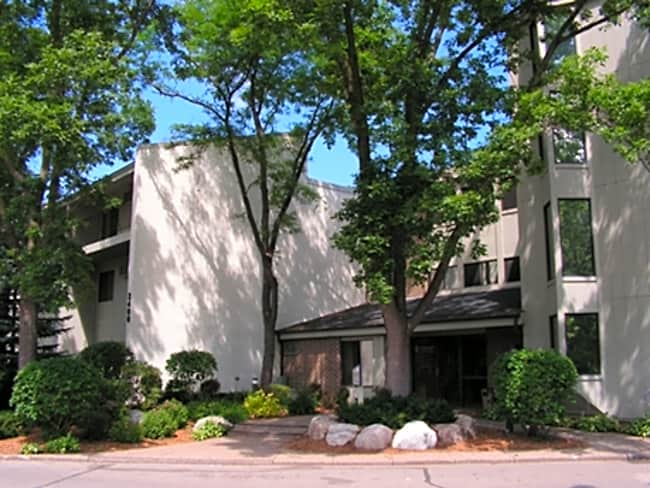 Pennbrooke Apartments - Bloomington, Minnesota 55431