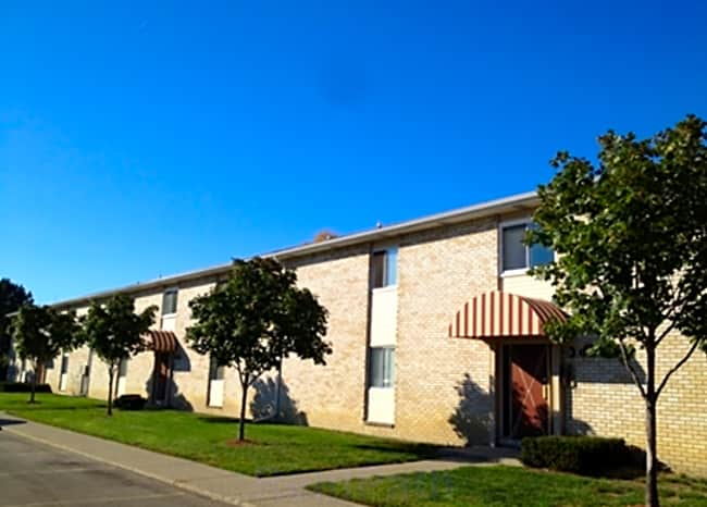 Park East Apartments - Warren, Michigan 48089