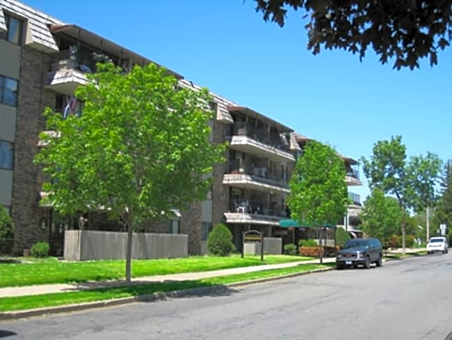 Gold Crest Apartments - Hopkins, Minnesota 55343