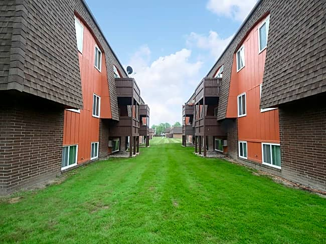 Chalet Apartments - Brunswick, Ohio 44212