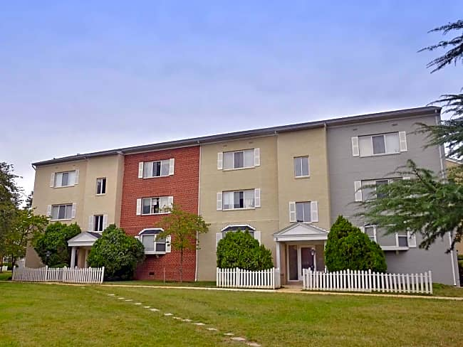 Hollybrooke Apartments - Falls Church, Virginia 22044