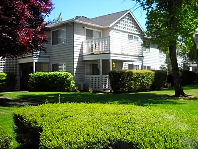 Poplar Village - Medford, Oregon 97504
