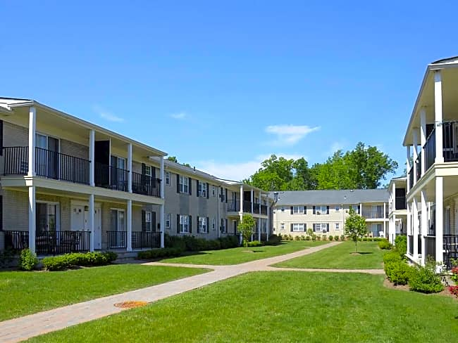 Queens Gardens Apartments - Colonia, New Jersey 07067