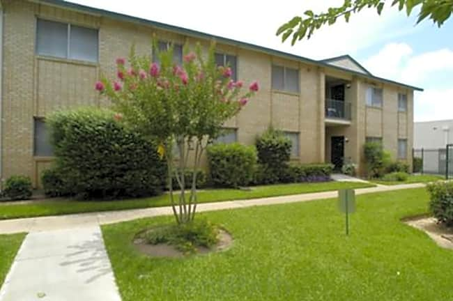 Valley Creek Apartments - Hurst, Texas 76053