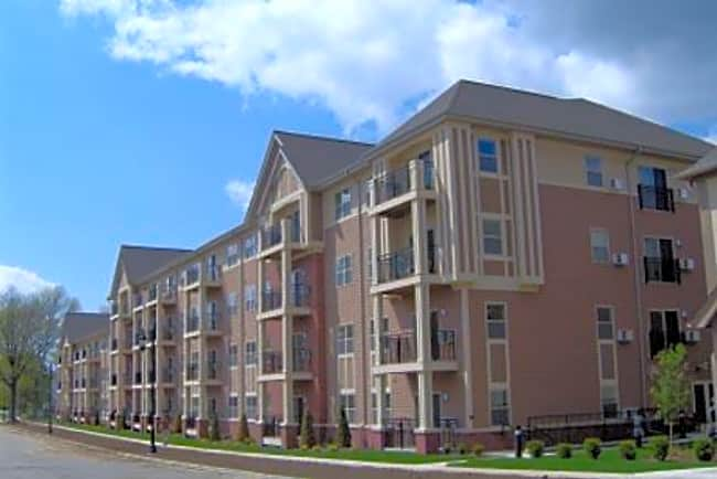 Berkshire-Oconomowoc 55+ Senior Apartments/Affordable Housing - Oconomowoc, Wisconsin 53066