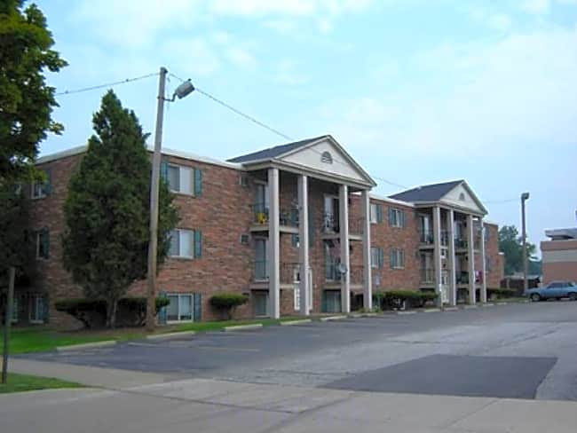 Emerald Overlook Apartments - Cleveland, Ohio 44144