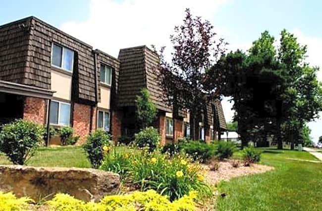 Treetop Lodge Apartments - Overland Park, Kansas 66214