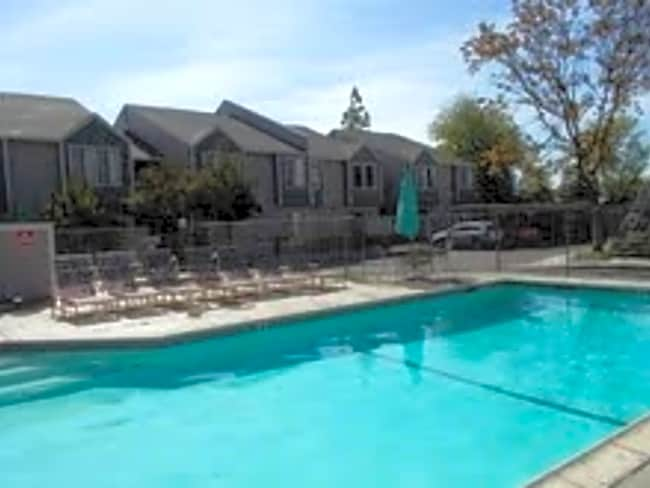 Kensington House Apartments - Sacramento, California 95825
