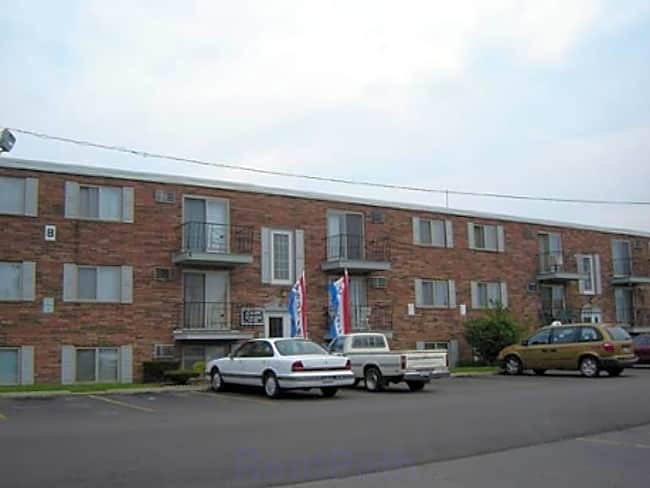 Canterbury Court Apartments - Cleveland, Ohio 44111