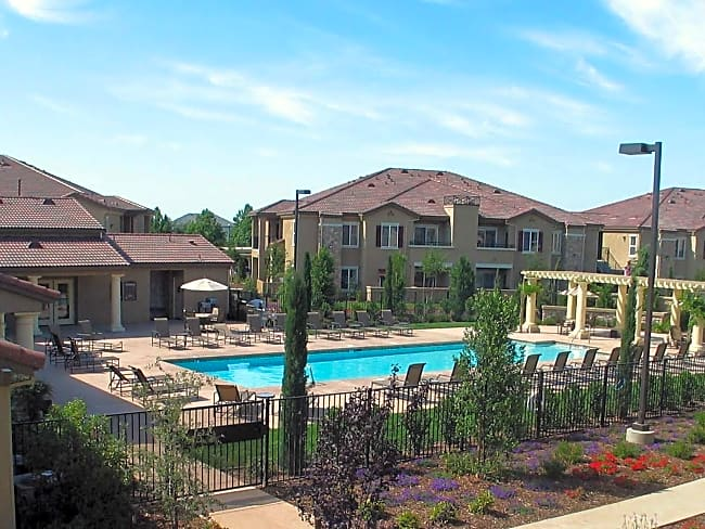 StoneLake Apartments - Elk Grove, California 95757