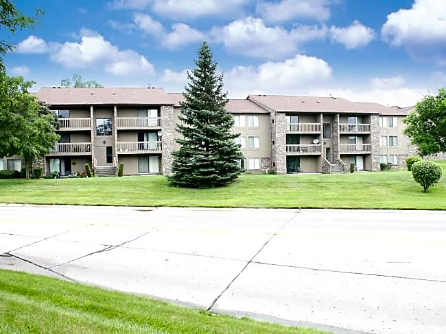 Green Hill Apartments - Farmington Hills, Michigan 48335