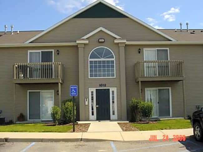 River Club Apartments - Holland, Michigan 49424
