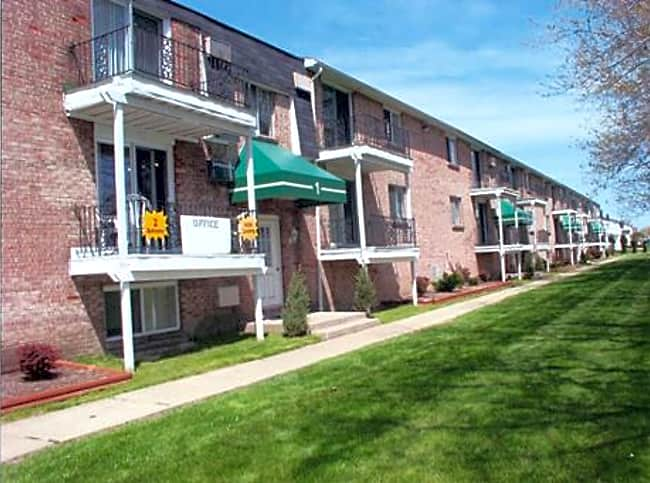 Losson Garden Apartments - Cheektowaga, New York 14227