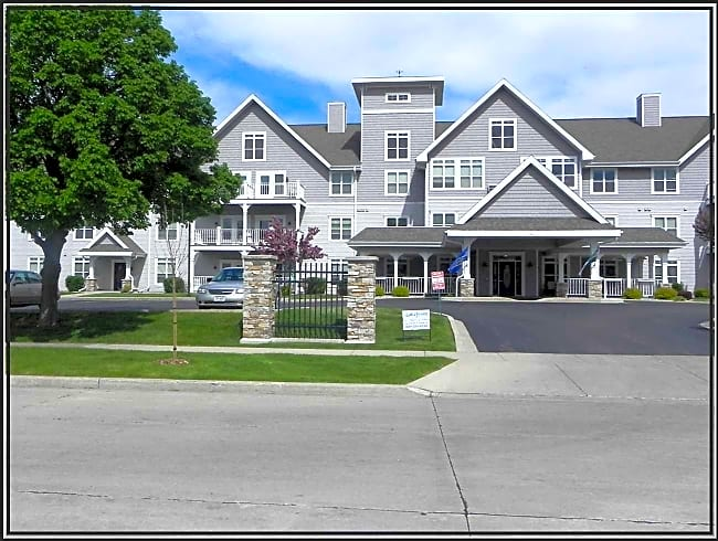 Lakefront Manor and Villas  62+ Community - Oshkosh, Wisconsin 54901