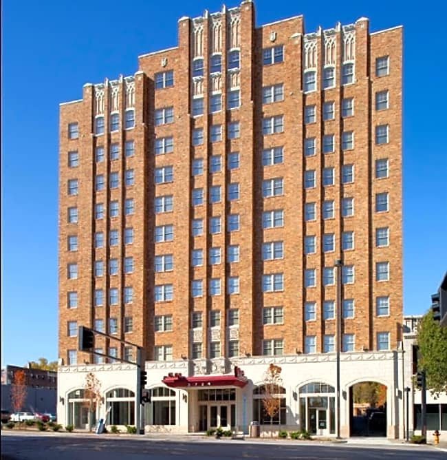 Valentine Apartments - Kansas City, Missouri 64111