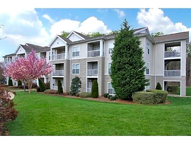 Matthews Crossing Apartments - Charlotte, North Carolina 28227