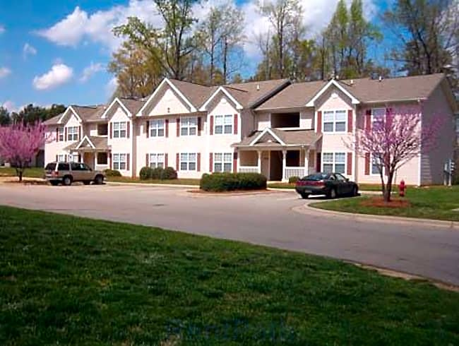 Foxborough Pines Apartments - Henderson, North Carolina