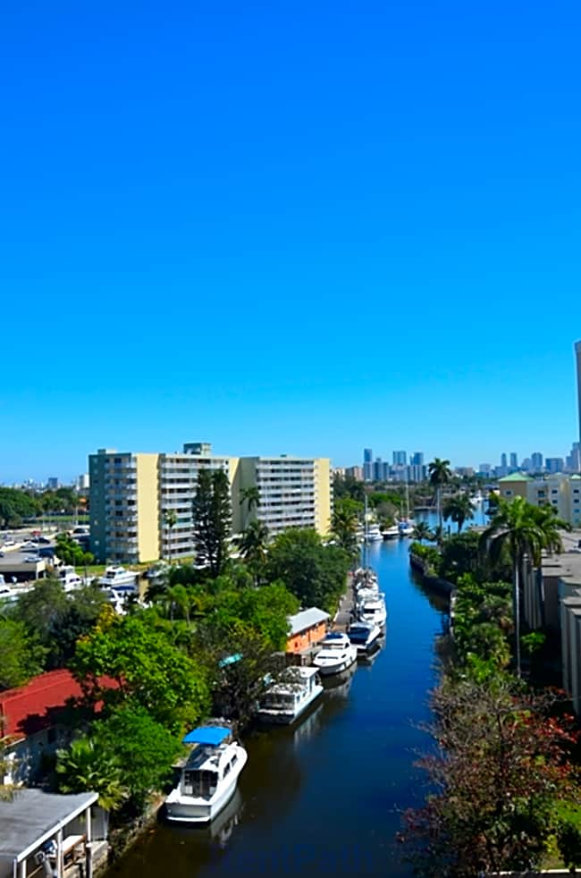 Miami Riverfront Residences - Miami, Florida 33125