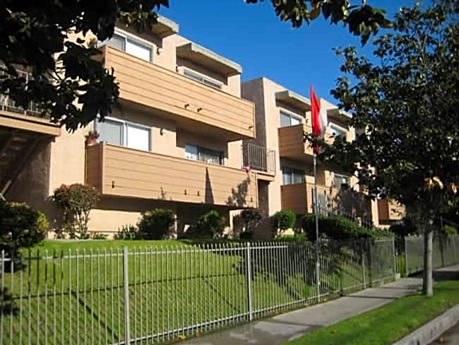 Summer Breeze Apartments - North Hills, California 91343
