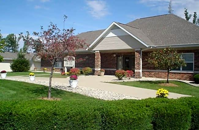 Forest Oaks Apartments - Muncie, Indiana 47304