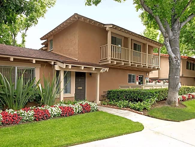 Carlyle Square Apartment Homes - Placentia, California 92870