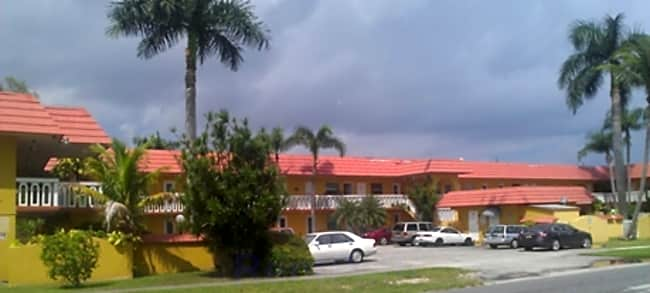 Villa Hermosa Apartments - Dania Beach, Florida 33004