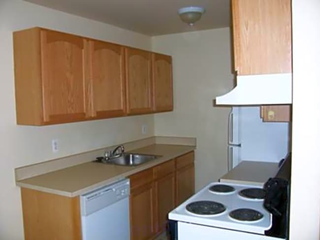 River Park Apartments - Ecorse, Michigan 48229