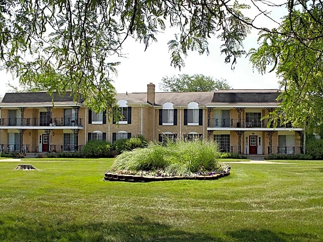 Knollwood Village Apartments - Grand Blanc, Michigan 48439