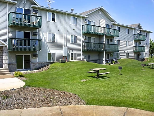 West Stonehill Apartments - Waite Park, Minnesota 56387